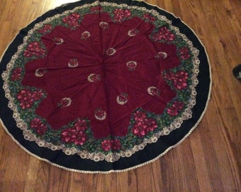 Vintage Holiday Tablecloth Round with Crochet Trim