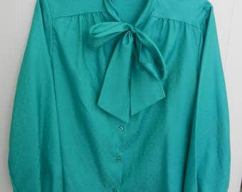 Green-turquoise blouse knotted in front. marked 20, but should be rather 16