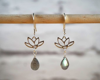 Labradorite Earrings, Silver Lotus Earrings, Labradorite Silver Earrings, Lotus Jewelry, Labradorite Jewelry, Lotus Earrings, Flower Earring