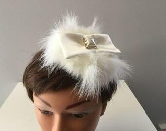Bibi, fascinator, false fourrue, mini, millinery fashion, ivory color, loop, Pearl in the vintage look