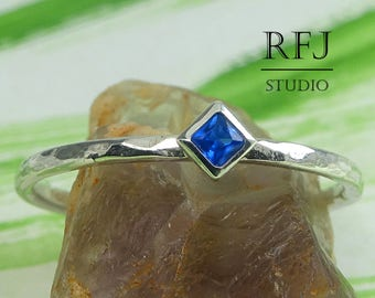 Kite Synthetic Sapphire Hammered Silver Ring, September Gemstone Jewelry 2x2 mm Princess Cut Square Blue Corund Rhombus Setting Promise Ring