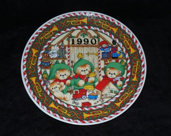 "1990 Enesco Lucy and Me ""Christmas 1990"" Christmas Plate by Lucy Rigg"