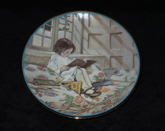 """1984 Hamilton Collection A Garden of Verses """"Picture-Books in Winter"""" Collector Plate by Jessie Willcox Smith"""