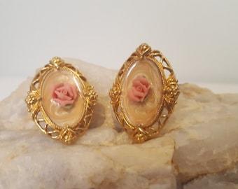 ON SALE, Vintage Earrings, Clip on Earrings, Rose Earrings, Gold Earrings, Pink Rose Earrings, Antique Earrings, Flower earrings, Oval