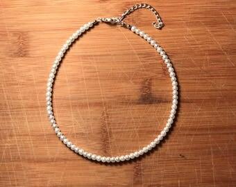Beaded choker- mini pearl
