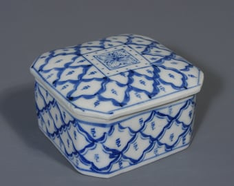 Trinket Box, Blue And White , Vintage, China, Porcelain, Ceramic, Lidded Pot, Box, Free UK Postage