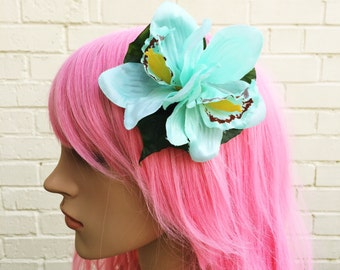 Green Hair Clip, Lily Hair Clip, Pin Up Flower, Wedding Fascinator, Hair Accessory, Races Fascinator, Tiki Flower, Pastel Green, Bride Hair