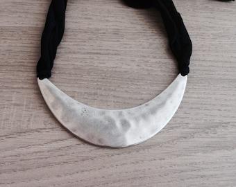 Necklace Crescent (liquidation)
