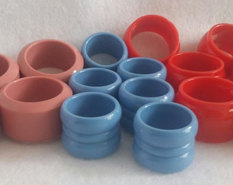 Lot of 16 plastic napkin rings