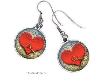Boucles d'oreilles coeurs rouges sur notes de musique, clef,crochets anti-allergie , cabochons résine/ref.G269