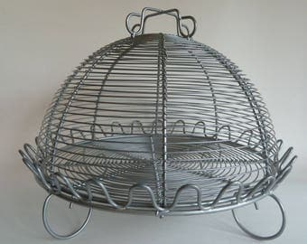 Cake stand with dome/Wire design/Looks like aluminum but is magnetic/Wire serving Dome/Picnic serving tray