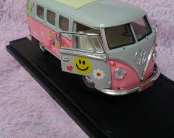 Use Coupon Code HalfOff for Road Signature 1962 VW Volkswagen Microbus Diecast