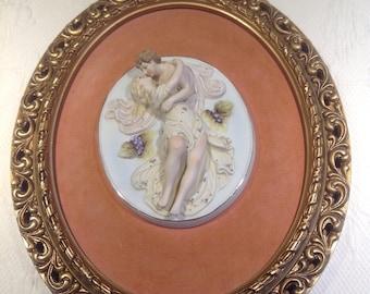 Vintage frame relief on velvet porcelain - kissing lovers - gift couple figurine mother's day - Valentine - wall Decoration