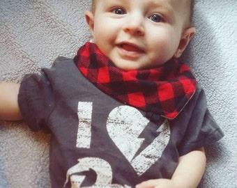 Baby BOOH BOOH KIDZ drool bib - buffalo plaid - foulard de baveux - baby bib - bandana bib - baby gift - baby accessories - carreaux - buche