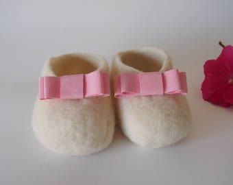 Baby shoes - pink bow. Super soft Merino Wool slippers. Merino newborn babysleepers. Sheepskin. Baby booties.