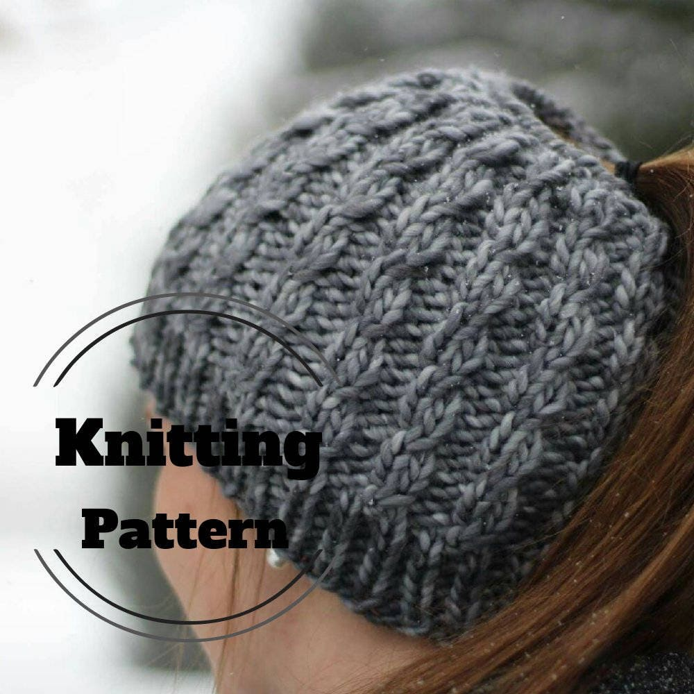 Knitting pattern messy bun beanie pattern ponytail hat zoom bankloansurffo Choice Image