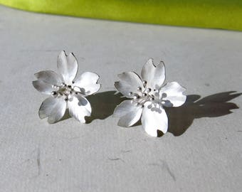 Season-Cherry Blossoms/ Stud Earrings/ single petals#1