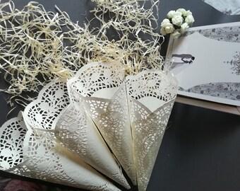 flower cones for wedding. 50 wedding confetti cones. cones for confetti. petal confetti,wedding flower