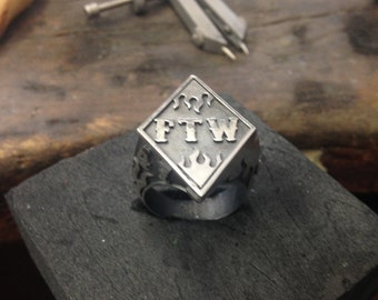 FTW ring bague Argent 925 F*** the world.  ftw LHR  Biker hollister hommage . Contreculture biker. historic ring flaming flamming chevalière