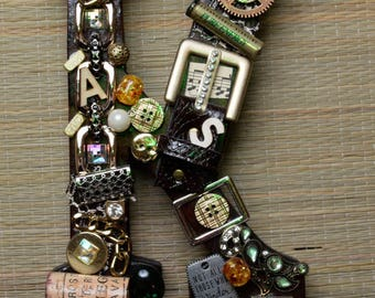 Jewelled initial letter