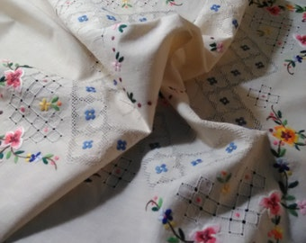 Farmhouse  Tablecloth 1940 s hand made embroidery ajur fines cotton  handmade