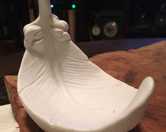 """Unique """"Just a feather in the wind"""" white chalkware bird eagle feather Trinket doodad dish"""