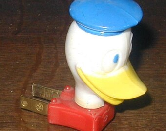 Donald Duck nite light electrical wall plug in vintage original piece