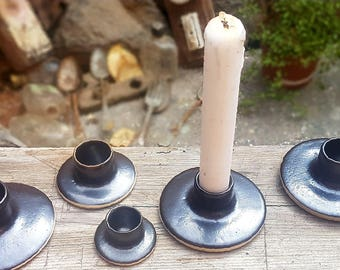 5 green pale candlesticks of differentes sizes