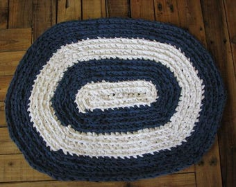 """Blue and White Oval Rag Rug, 26""""X20"""", Shabby, Vintage Look"""