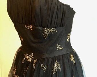 1950's handmade boned bodice net overlay ballgown with gold embroidery: 8/10
