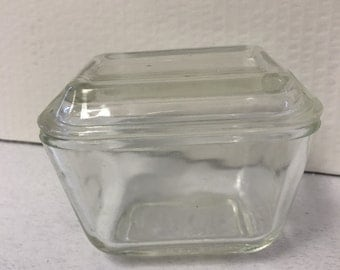 Small vintage Pyrex dish with lid