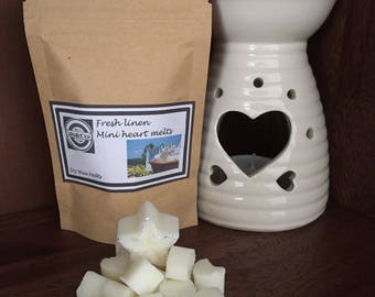 Pack of 15 mini heart soy wax melts in fresh linen