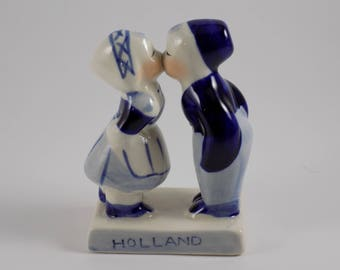 Delft Dutch Children Kissing Figurine