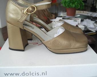 Vintage Leather Golden shoes 90s platform sole in size 37