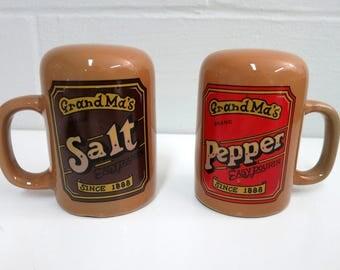 Vintage Salt and Pepper Shakers, Grandmas Salt and Pepper Shakers, Vintage Salt and Pepper Shakers with Handles - V141
