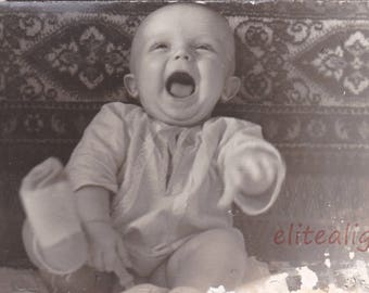 Art Vintage little baby screaming Historical Photo Vintage Photograph