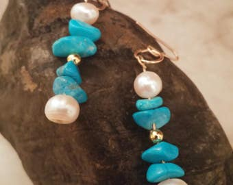 HANDMADE Freshwater Pearls and dyed turquoise Holwlite earring