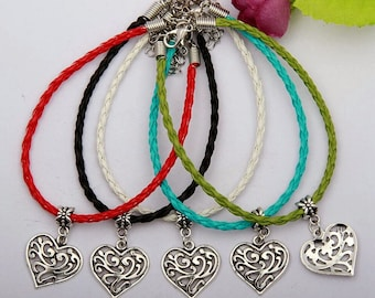 Beautifully Detailed Heart Charm Bracelet