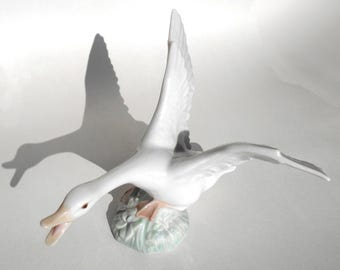 Lladro goose, numbered limited edition porcelain figurine