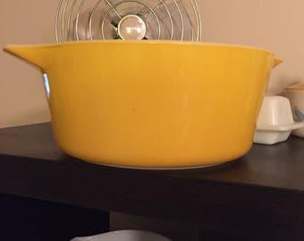 Yellow Pyrex 475-B Casserole Dish