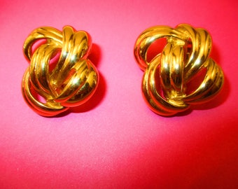 GIVENCHY Eccentric Clip On Earrings