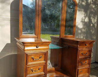 Vintage Dressing Table/Makeup Vanity and Stool by Drexel/Trifold mirrors