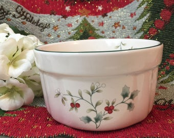 Pfaltzgraff Sculpted Dip Bowl in Winterberry