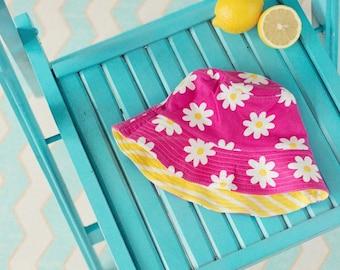 Big Fisch Girls Beach Swimming Sun Hat - 100% Organic Cotton - Pink Daisy / Yellow Stripe Reversible Sunhat