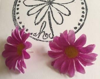 Magenta/purple Daisy Earrings