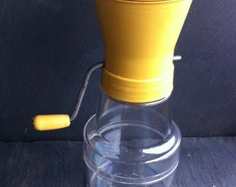 Vtg. Androck Classware Retro Nut Grinder Golden Rod Plastic Top Made in USA