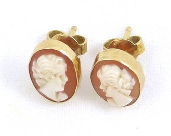 18K Gold Cameo Stud Earrings. Weight 2.1 grams. Vintage gold jewelry