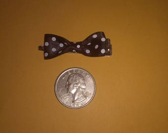 Small polka dot bow hair clip