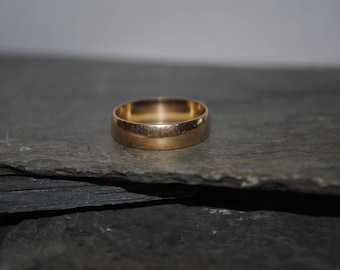 10k Solid Yellow Gold Band Size 7.5