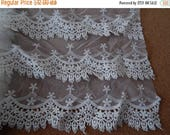 CLEARANCE - White wide triscallop lace, 13 x 36 inches